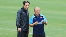 Trong thời gian tập trung cùng ĐTVN, HLV Park Hang-seo đã giao trợ lý Kim Han-yoon phụ trách đội tuyển U22 Việt Nam