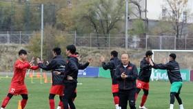 Buổi tập thứ ba của đội tại Kyrgyzstan vào chiều 22-10
