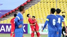 Mãi đến cuối trận Văn Xuân mới kịp ghi bàn thắng quyết định cho đội nhà