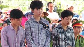 Kiên Giang: 36 tháng tù cho 3 đối tượng xúc phạm quốc kỳ
