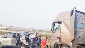 Bắt tài xế lùi xe trên đường cao tốc làm 4 người chết