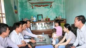 Trao quà của Thủ tướng Chính phủ tới chị em hiến tạng mẹ cho y học