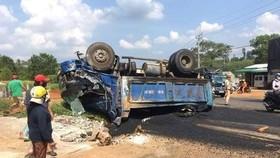Xe sửa chữa đường gây tai nạn, 4 người thương vong
