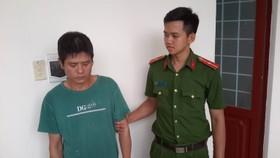 Đề nghị truy tố đối tượng hành hung 3 trẻ em