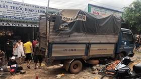 Hiện trường vụ tai nạn sáng 13-6, làm ít nhất 3 người chết, 7 người bị thương