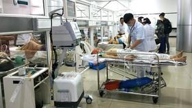 Các nạn nhân trong vụ tai nạn đang được cấp cứu tại Bệnh viện Đa khoa vùng Tây Nguyên