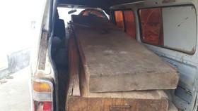 Bắt tạm giam chủ tịch xã bán, biếu gỗ tang vật cho cán bộ