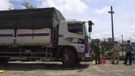 Truy đuổi 100km bắt tài xế xe tải tông gãy nhiều barie, vượt chốt kiểm dịch