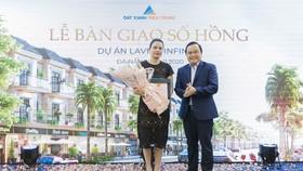 Trao sổ hồng cho cư dân 200 căn shophouse hạng sang ven hồ tại Đà Nẵng