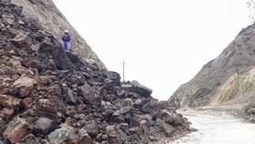 Đường xuyên đỉnh Ngọc Linh bị sạt lở nặng