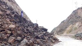 Sớm khắc phục sạt lở đường xuyên đỉnh Ngọc Linh