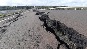 Vụ đường 250 tỷ đồng chưa bàn giao đã hư hỏng là do mưa bão (!?)