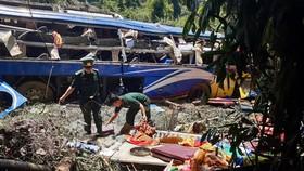 Thăm hỏi nạn nhân vụ tai nạn làm hàng chục người thương vong ở Kon Tum