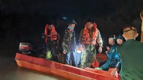 Mưa lớn, 5 người bị lũ cuốn mất tích