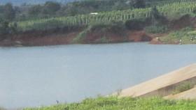 Gia Lai: 2 cháu bé trượt chân tử vong ở hồ nước