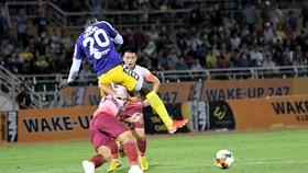 """CLB Hà Nội dễ dàng """"đè bẹp"""" CLB Sài Gòn 4-1. Ảnh: Bạch Dương"""