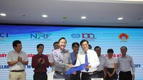 Đại diện Sở Lao động TB-XH và VCCI Đà Nẵng ký kết hợp tác