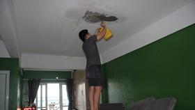 Khốn khổ vì chung cư thu nhập thấp thấm dột, chập điện