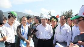 PCT UBND TP Đà Nẵng Đặng Việt Dũng kiểm tra tình trạng ô nhiễm tại âu thuyền Thọ Quang