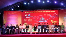Nhiều suất quà tết được trao tặng cho người lao động nghèo khó tại Đà Nẵng