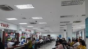 Người dân đến làm thủ tục hành chính tại Trung tâm hành chính TP Đà Nẵng