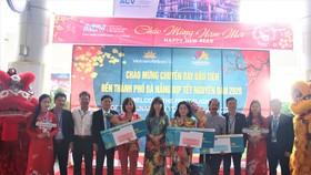 Sở Du lịch Đà Nẵng phối hợp cùng Vietnam Airlines tổ chức chào đón chuyến bay đầu tiên đến thành phố Đà Nẵng trong năm Canh Tý 2020
