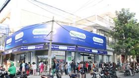 Người dân Đà Nẵng xếp hàng mua khẩu trang từ sáng sớm