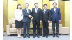 Chủ tịch UBND TP Đà Nẵng đề nghị Tổng Lãnh sự quán Hàn Quốc tại Đà Nẵng phối hợp chặt chẽ với UBND TP Đà Nẵng (đầu mối Sở Ngoại vụ) trong quá trình phòng chống dịch bệnh Covid-19