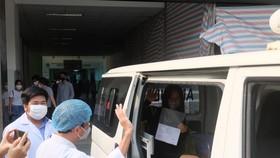 Bệnh nhân thứ 122 đã gửi lời cảm ơn đến các y bác sĩ Bệnh viện Đà Nẵng đã tận tình chữa bệnh cho mình trong thời gian qua