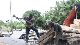 Gỡ khó cho sự phát triển làng nghề đá Hòa Sơn