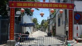 Sau khi phát hiện thêm ca nghi nhiễm virus SARS-CoV-2 ở cộng đồng, các lực lượng chức năng thành phố Đà Nẵng đã phối hợp kịp thời phong tỏa khu dân cư đường Lê Hữu Trác và chợ An Hải Đông (phường An Hải Đông, quận Sơn Trà)