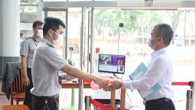 Máy Kiểm soát đo thân nhiệt từ xa tại trung tâm hành chính thành phố Đà Nẵng