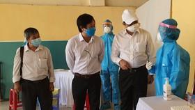 Chủ tịch UBND TP Đà Nẵng thị sát việc lấy mẫu cộng đồng theo phương thức gộp nhóm