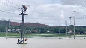 EVNCPC tiến hành kiểm tra lưới điện để khôi phục ngay khi đảm bảo an toàn cho con người và thiết bị