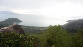 Thắng cảnh Làng Vân nhìn từ đèo Hải Vân