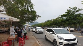 Các phương tiện giao thông đều được ra tín hiệu vào khai báo y tế tại các chốt kiểm dịch