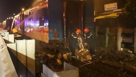 Sự cố cháy toa tàu trên địa phận TP Đà Nẵng khiến tuyến đường sắt Bắc – Nam đến gần 6 giờ sáng nay mới được thông tuyến