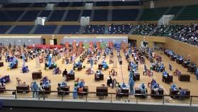 """Người dân """"vùng xanh"""" tiến hành tiêm chủng vaccine ở Cung thể thao Tuyên Sơn ngày 6-9"""