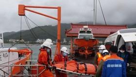 Cứu nạn thành công thuyền trưởng gặp nạn khi đang cho tàu tránh trú áp thấp nhiệt đới. Ảnh: Danang MRCC