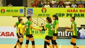 Niềm vui chiến thắng của các cô gái VTV Bình Điền Long An. Ảnh: THIÊN HOÀNG