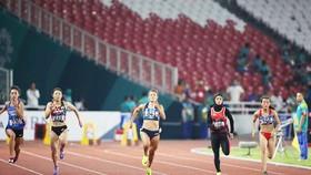 VĐV Lê Tú Chinh (841) sẽ thi dấu bán kết cự ly 100m nữ. Ảnh: DŨNG PHƯƠNG