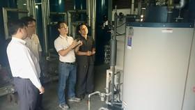 Sử dụng các thiết bị hiệu suất cao để tiết kiệm năng lượng