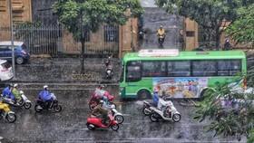 Đêm 27-10, nhiều nơi trong cả nước có mưa dông, đề phòng thời tiết nguy hiểm