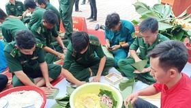 Lính Biên phòng thành phố giữ bình yên cho dân đón Tết