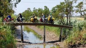 Nhiều dòng kênh ở huyện Gò Công Tây (Tiền Giang) đã cạn nước. Ảnh: ĐĂNG NGUYÊN