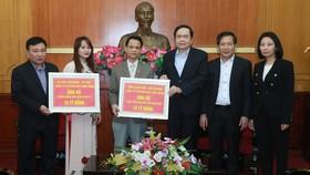 Vợ chồng doanh nhân Lê Văn Kiểm ủng hộ 20 tỷ đồng phòng chống dịch Covid-19 và hạn mặn ở ĐBSCL