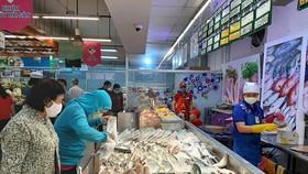Hàng hóa đầy ắp trong các siêu thị ở ĐBSCL
