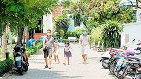 Bên trong một chung cư ở phường Tân Phong, quận 7, đang cách ly y tế  do có ca nhiễm virus SARS-CoV-2. Ảnh: DŨNG PHƯƠNG