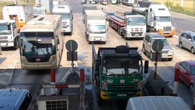 Xe cộ nối đuôi nhau qua Trạm thu phí T2 - quốc lộ 51