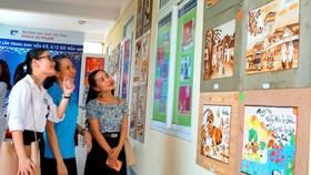 Làm tranh gạo gây quỹ giúp sinh viên nghèo vượt khó